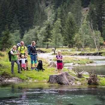 Glasklares Wasser im Seebach